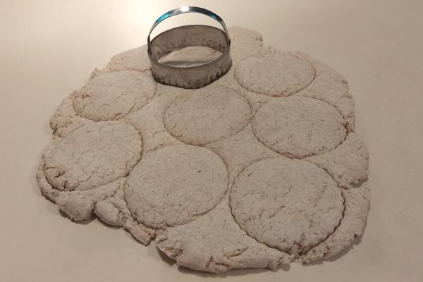 GF- biscuits, cutting